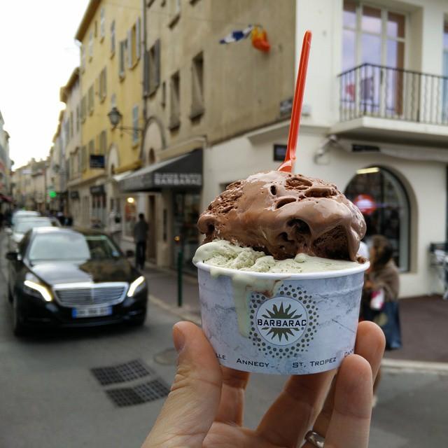 Barbarac, teuer aber sehr lecker Eis essen